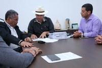 Câmara Municipal acompanha entrega do pedido de reforma para quatro escolas municipais.