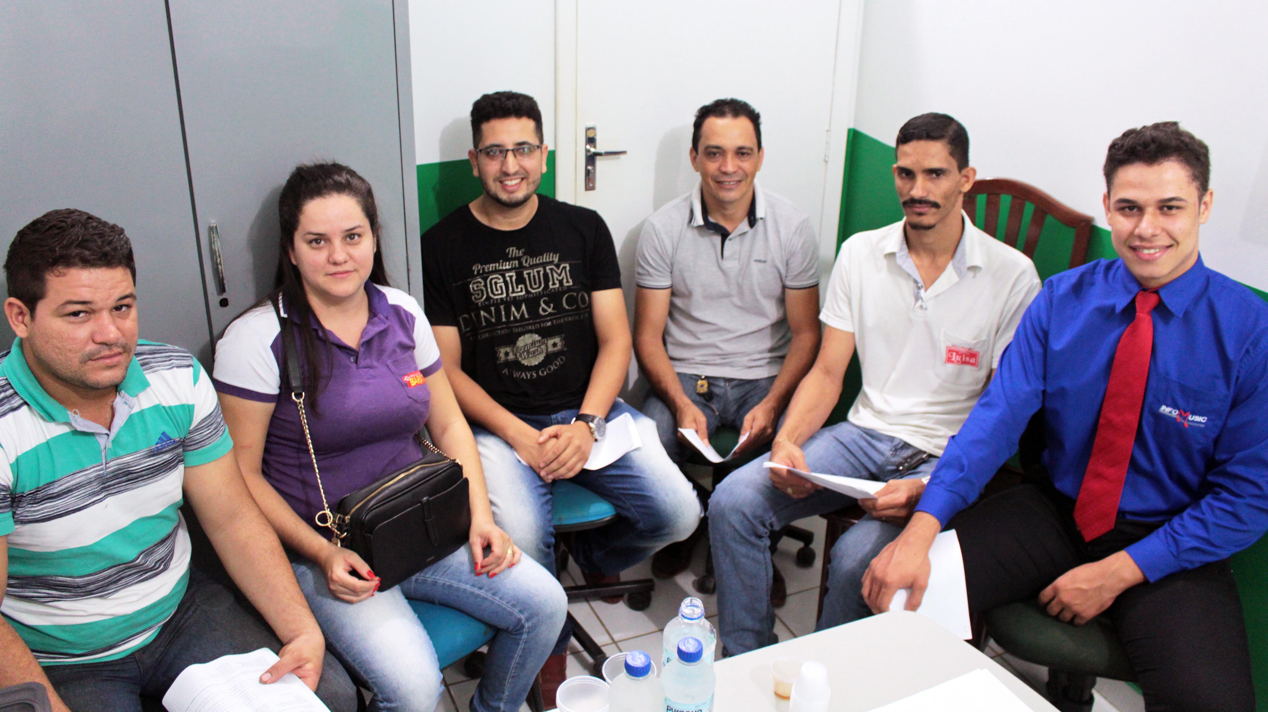 Vereador Adriano atende Acadêmicos em seu Gabinete